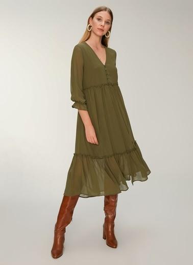 NGSTYLE Volan Detaylı Maxi Elbise Haki
